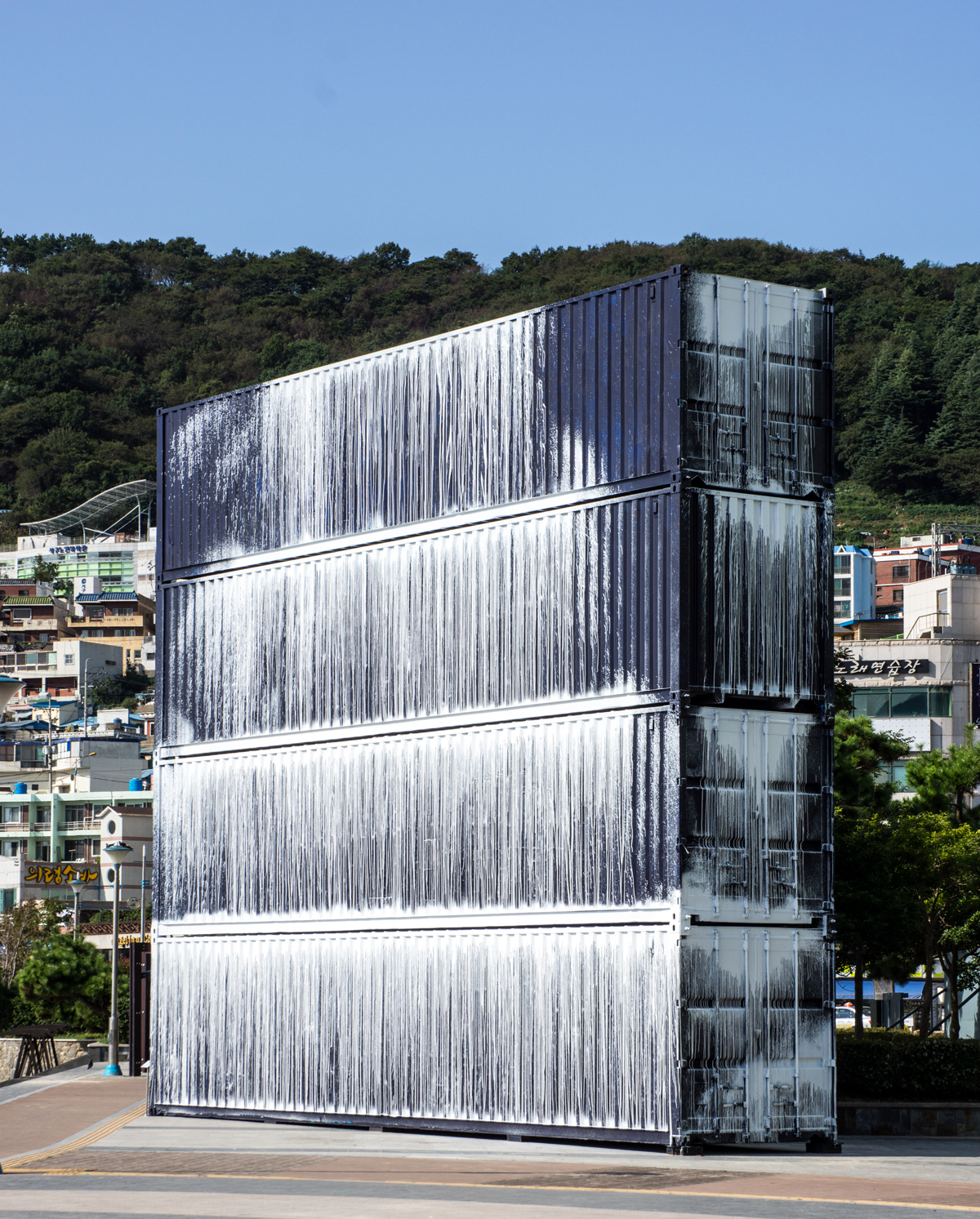 Untitled (Song-Do beach), 2013, acrylic on steel shipping containers, 2.4 × 12 × 9.6m
